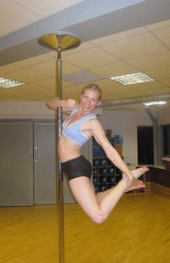 Ally OReilly Pole Dancing Picture