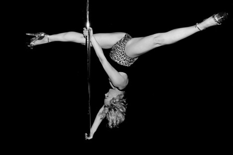 Becky_Campey_pole_dancing
