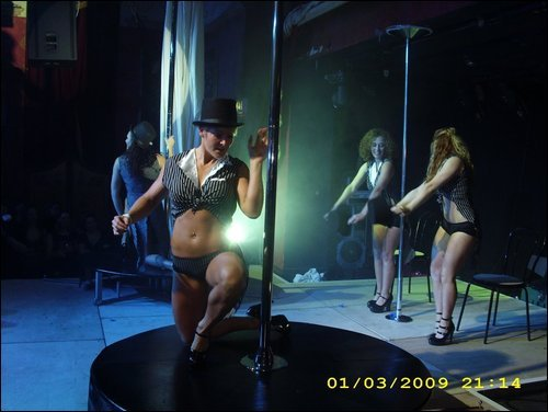 AmeduPole_pole_dance