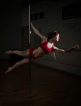 Andi Ariseanu Pole Fitness teacher