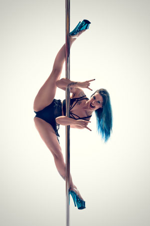 Emily Smith pole dancing routine