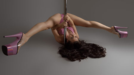 Gwen Holbrey pole dance instructor