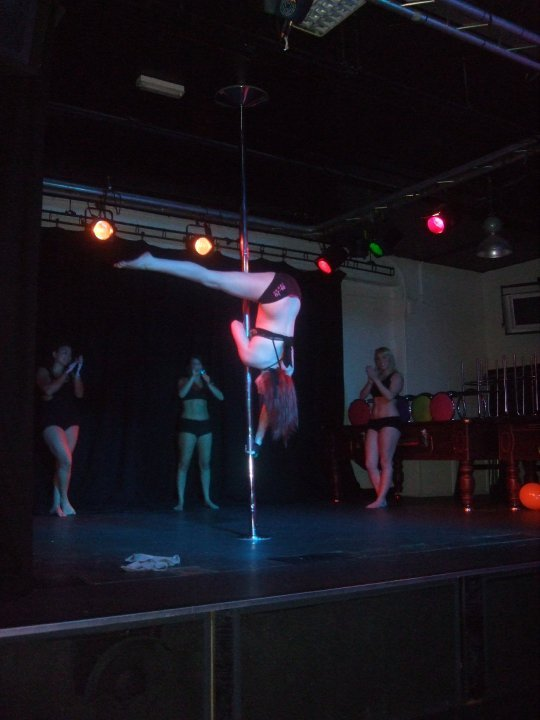 Emma_Thorpe_pole_dancing_picture