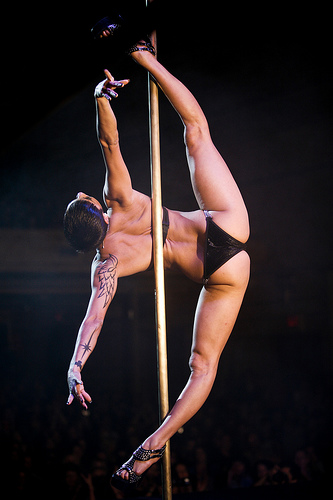 felix pole dance picture