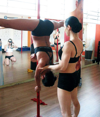 Elena Gibson Pole Dancing School Instructo