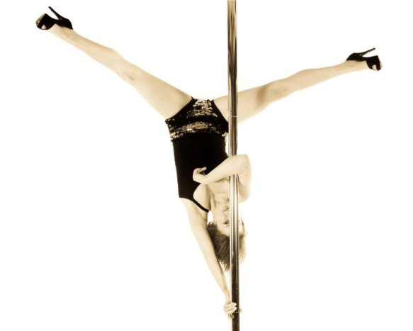polly ainsworth pole dancing picture,jpg