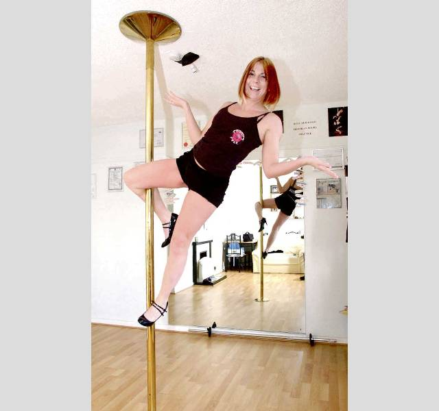 Tracy Huckfield Pole Dancing Picture